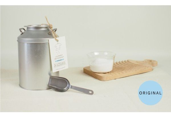 ミルク缶に入った『 とみおかクリーニング 』のオリジナル洗濯洗剤